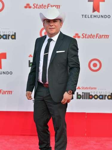 El gruperoJesús Ojeda llegó con sombrero y botas a los Billboard Latinos