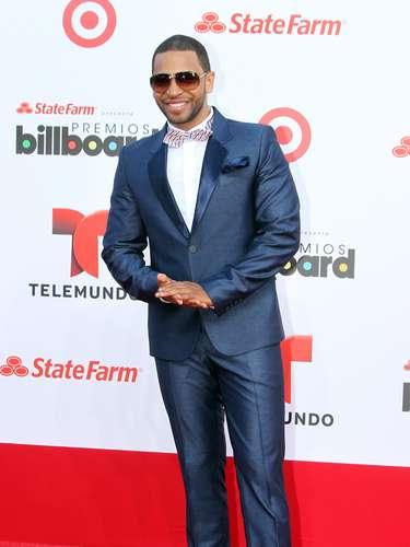 El cantanteHenry Santos se deshizo de sus trajes de bailarín para poder lucir muy elegante en los Billboard Latinos 2013
