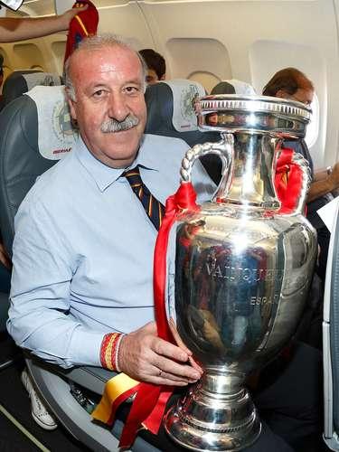 El estratega presumiendo la obtención de laEurocopa 2012.