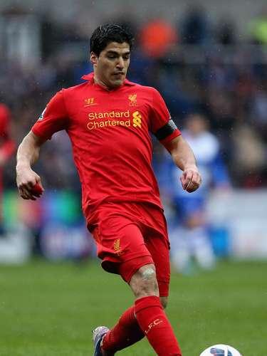 Luis Suárez no está feliz con el trato de la FA en Inglaterra y está considerando dejar el Liverpool.