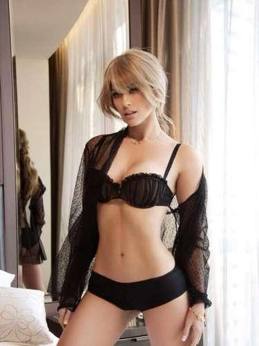 Aracely Arámbula compartió otra de las sensuales fotos que aparecerán en la revista Open. ¡Hot, muy hot la Chule!