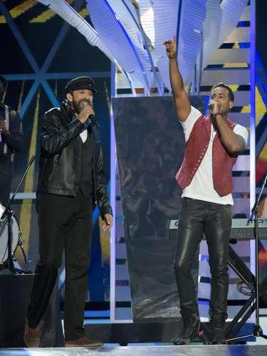Juan Luis Guerra y Romeo Santos cantaron a dos voces \