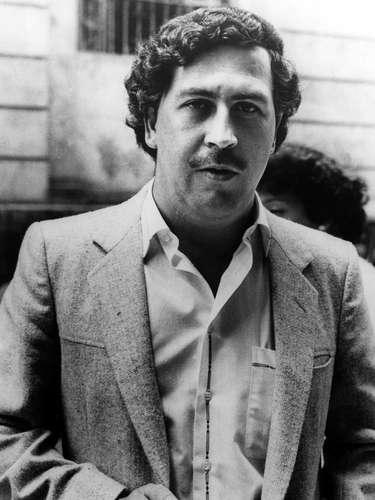 Se cree que cuando murió Pablo Escobar, el Señor de los Cielos se convirtió en el rey del Oro Blanco, el más poderoso de los cuatro cárteles que operan en México: el de Juárez, el del Golfo, el de Sinaloa y el Tijuana; posicionándose como principal proveedor de cocaína. Sin embargo, el Señor de los Cielos era muy distinto a Pablo Escobar. Mientras dominaba el Cártel de Juárez muy pocos periodistas escribían sobre él.