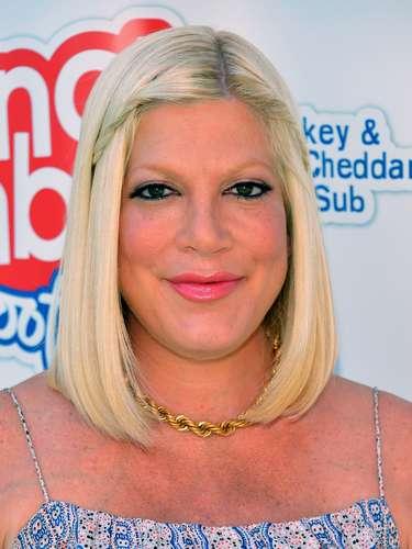 El esposo de Tori Spelling cometió la indiscreción de publicar una foto donde se veía un seno de la actriz