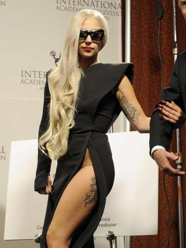 Lady Gaga es conocida por sus excentridades. Por ello, todo cuanto la artista decide es llevado al límite. Por tan solo unos milímetros, la cantante se salvó de protagonizar unas polémicas imágenes.