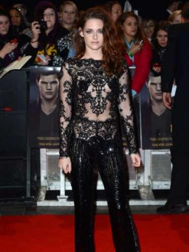 A sus 23 años, Kristen Stewart no está dispuesta a ocultar su figura con transparencias.