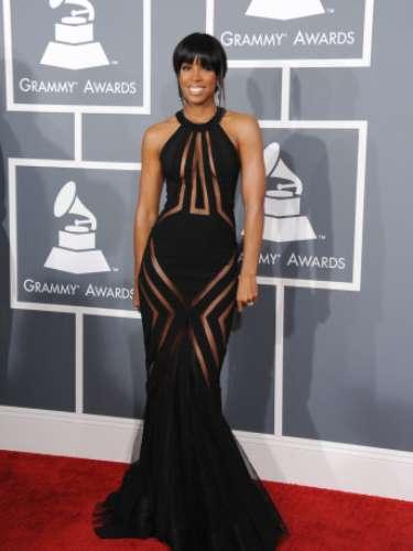 La ex miembro de Destiny's Child, Kelly Rowland quiso llevar la moda a su extremo con un diseño de alta costura de Georges Chakra.
