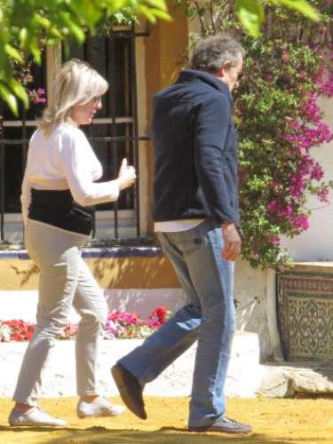 Para facilitarle la recuperación a su esposa, Alfonso hizo llevar algunos muebles desde Madrid hasta Sevilla. Entre ellos, una butaca y un colchón.