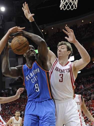 El Thunder logró derrotar en Houston a los Rockets para avanzar en la serie de playoffs de la Conferencia del Oeste.