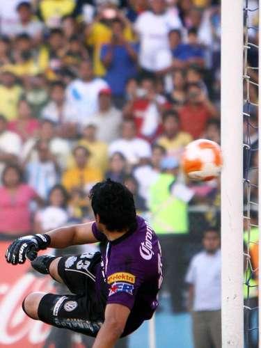 En la 16, le entregó el triunfo a los suyos en el Cuauhtémoc, merced de este penalti con el que vencióal 'Mostro' Álvarez; América ganó 3-2 al Puebla.