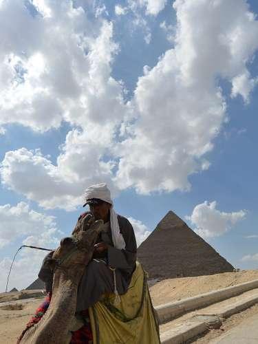 Pirámides de Giza, Egipto A sólo 25 kilómetros al suroeste de El Cairo, a orillas del río Nilo.
