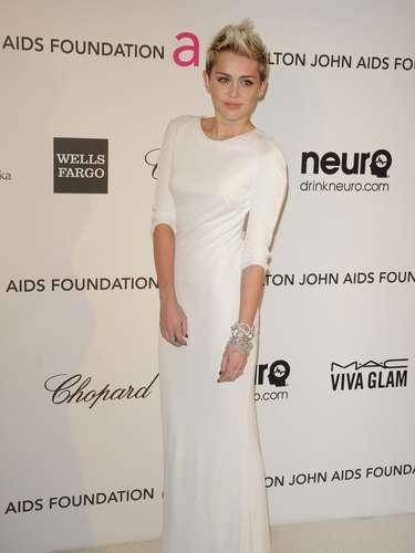 Miley Cirus, perdió bastante peso luego de seguir una dieta libre de gluten, luego de descubrir que padece de alergia a algunos alimentos. \