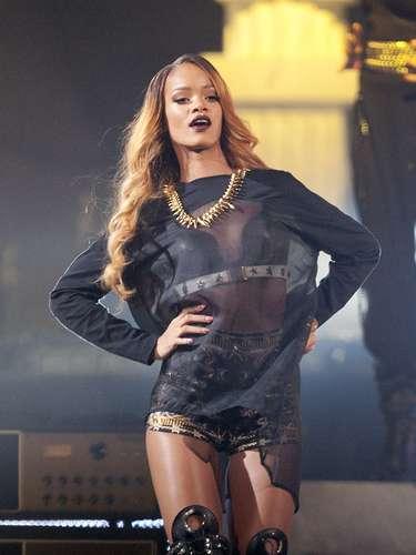Rihanna se ejercita disciplinadamente, bebe mucha agua para mantenerse hidratada y su dieta se compone básicamente de pescado, claras de huevo, pollo, sopa de legumbres, zanahoria, lechuga, pepino, papas y frutas. Cuando desea bajar un poco solo elimina carbohidratos durante 3 días.