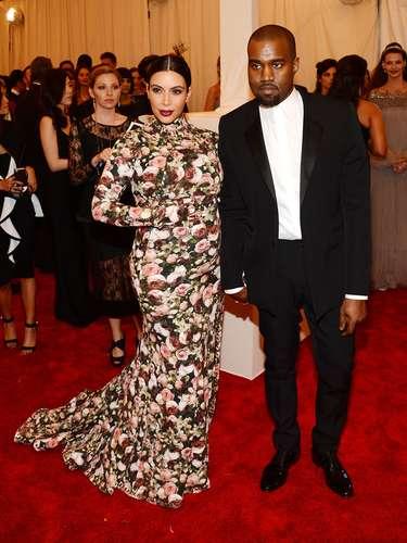 A la gala asistió acompañada de su novio Kanye West, quien obviamente, quedó en segundo plano.