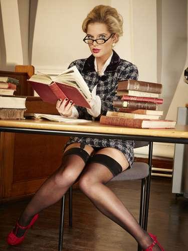 Helen, que en esta postal luce como una maestra muy sofisticada, comentó a la revista OK! que su novio siempre le ha sido fiel.