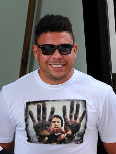 ¡Por fin lo hizo! Si ustedes creían que el astro del fútbol, Ronaldo nunca iba a ajustar su dentadura, están muy equivocados. El futbolista lució una nueva sonrisa después de 'reparar' la separación entre sus dientes.