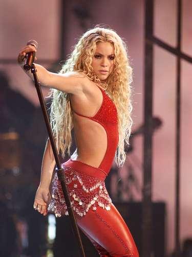En noviembre de 2001, Shakira lanzó su tercer álbum de estudio y el primero en inglés y español, llamado 'Laundry Service (Servicio de Lavandería)', el cual mezcló pop y rock con elementos de la música latina y árabe.