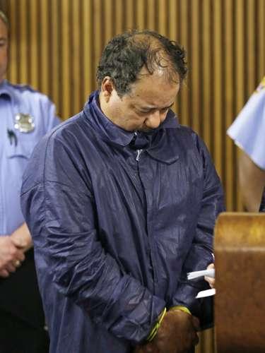 Meses atrás Castro compareció en Corte, donde le fijaron una fianza de dos millones de dólares por cada caso; lo que suma ocho millones de dólares. Y es que se le imputaron cargos por el secuestro de las tres mujeres y el nacimiento en cautiverio de la hija de Amanda Berry, una de las víctimas, cuyo padre puede ser el acusado. Berry fue la mujer que llamó al número de emergencias 911 cuando Castro salió de la casa.