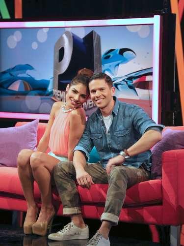 Alejandra Espinoza y Rodner Figueroa anuncian a los nominados a los Premios Juventud 2013, elegidos por el público online en un programa especial transmitido en la red