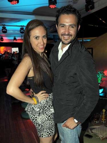 Y muy sonrientes para la foto es como encontramos a Lourdes Vargas y Oscar Arce.