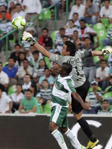 Miguel Pinto con una gran noche en el Estadio Corona.