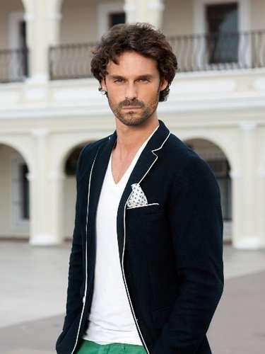 El actor español Iván Sánchez encarna a 'Hérnan Saldaña', el eterno enamorado de 'Marina' que hará hasta lo imposible por impedir su amor con 'Damián'.