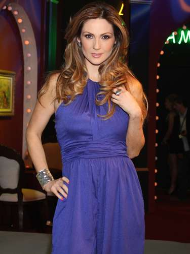 Nora Salinas personifica a 'Victoria', una mujer bella y elegante que protege a toda costa a 'Marina' (Ximena Navarrete).