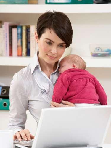 Es importante ofrecer el pecho a demanda, siempre que el bebé lo requiera y todo el tiempo que quiera. De esa manera la madre se asegura de que recibe todo lo que necesita, unas veces será alimento; otras calor, cariño o protección.