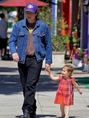 Aunque no convive con la madre de su hija, Benicio del Toro salió a jugar con su pequeña Delilah en Los Ángeles. ¡Qué tierno!
