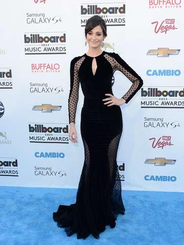 ¿Qué tal la figura deEmmy Rossum? La actriz lució su mejor vestido en la alfombra azul de los premios Billboard.