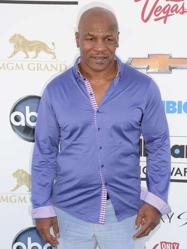 ¿Qué hace Mike Tyson en los Billboard Music Awards 2013? Por favor.... ¡que no vaya a cantar!