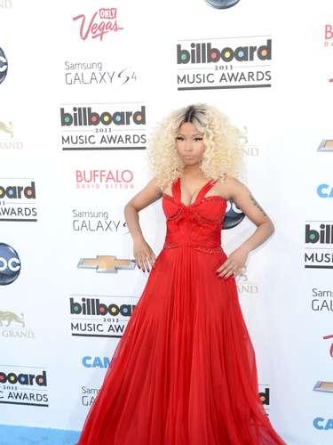 ¿Estará enojada? Nicki Minaj lucía muy linda pero como que su actitud transmitía aburrimiento y enojo a su llegada a los Billboard. ¿Será que American Idol la dejó agotada?
