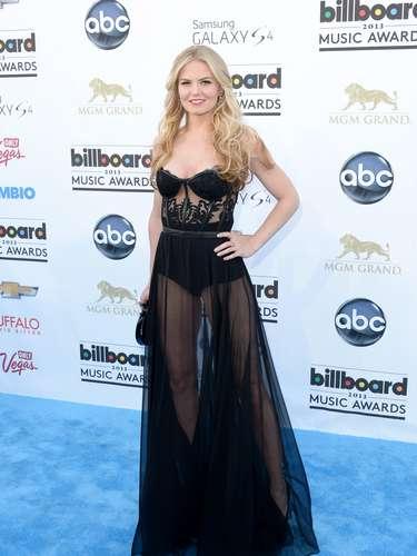 Las transparencias del vestido de la actriz Jennifer Morrison hacían notar su sexy figura.