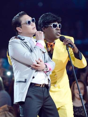 Psy se la pasó muy bien, gracias a las ocurrencias del conductor de la ceremonia.