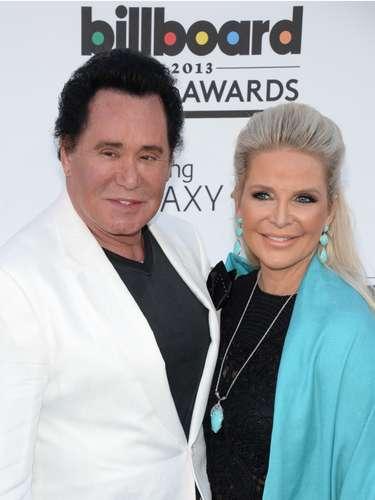 El ícono de Las Vegas, Wayne Newton y su acompañante Kathleen McCrone se dieron cita en los premios a lo mejor de la música