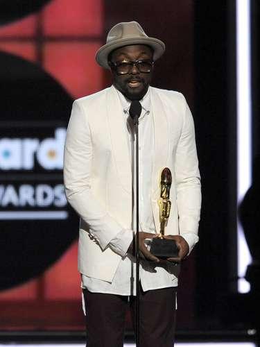 Will.i.am fue el encargado de entregar el premio de 'Mejor artista en tour'