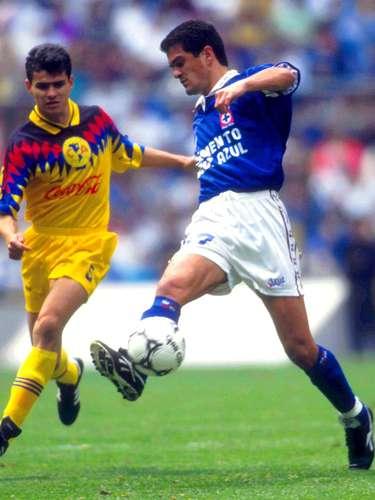 En los Cuartos de Final de la temporada 1993-1994, América venció 3-2 en el global a La Máquina, con autogol de Antonio Taboada y anotaciones de Antonio Carlos Santos y Paco Uribe.