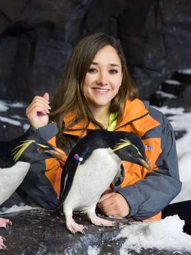 La actriz Mexicana Sherlyn visitó SeaWorld Orlando, donde disfrutó con cientos de pingüinos en la nueva atracción del parque Antarctica: Empire of the Penguins, próxima a inaugurase este viernes 24 de Mayo.