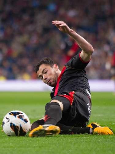 El mediocampista español Javi Fuego fue transferido como jugador libre del Rayo Vallecano al Valencia.