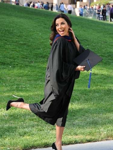 La actriz mostró su felicidad al ver culminados sus estudios y a su ceremonia de graduación también asistieron algunos de sus amigos