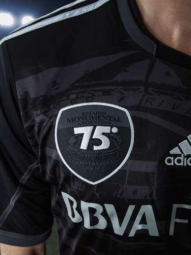 Esta es la nueva camiseta de River, creada por Adidas, para celebrar los 75 años de la creación del Estadio Monumental