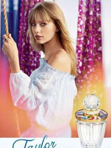 Taylor Swift tiene una nueva fragancia: Taylor by Taylor Swift, su tercer aroma luego de Wonderstruck y Wonderstruck Enchanted. Según la intérprete, este nuevo aromo es sofisticado, clásico y moderno. \