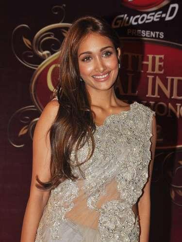 El famoso cineasta de Bollywood Varma, con quien ella trabajó en un par de ocasiones escribió en Twitter un mensaje que conmovió a la industria y reveló el posible motivo del suicidio: \