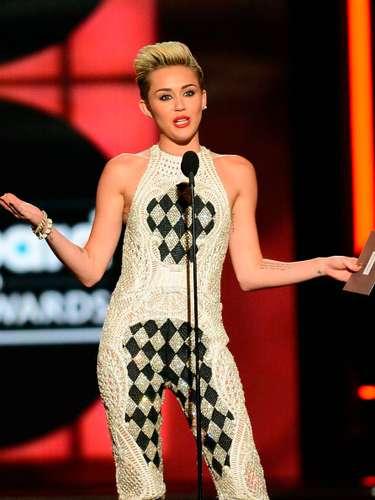 Absolutamente preciosa!!! Se vio con su atuendo, fuera de lo común,en su aparición en los Billboard Awards 2013