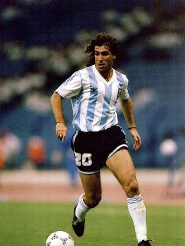 En 1992, Argentina fue el primer campeón de la hoy llamada Copa Confederaciones, pero que en sus primeras ediciones era conocida como Copa Rey Fahd. La Albiceleste derrotó en la Final 3-1 a Arabia Saudita, con goles de Leonardo Rodríguez, Diego Simeone y Claudio Caniggia.