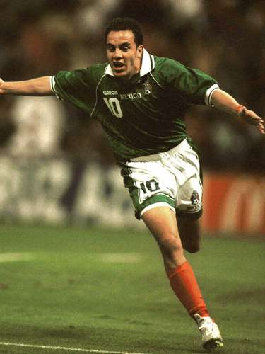 México fue anfitrión de la primera Copa Confederaciones que se jugó fuera de Arabia Saudita y se coronó en el estadio Azteca, al vencer en la Final 4-3 a Brasil, con doblete de Miguel Zepeda, y goles de José Manuel Abundis y Cuauhtémoc Blanco.