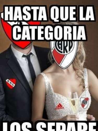 La derrota ante River dejó a Independiente a un paso de jugar en la Primera B Nacional. Los hinchas de Racing disfrutan eso, mientras que los de Boca aprovechan para recordar el descenso de River en 2011.