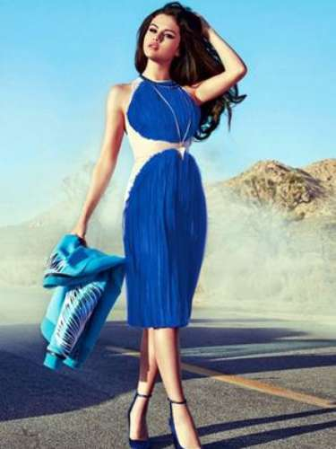Selena mostró su sensualidad y estilo en la revista Instyle en la que además habló de su relación con Justien Bieber. Con un estilismo muy de los años 60, con ondas en el pelo, ojos con delineador con cola de gato y labios rojos, Selena posó como todo una top model para las páginas de la publicación.