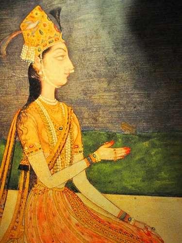 Las obras están realizada con diversos materiales como hoja de palma, oro, plata y concha; y poseen colorantes provenientes de plantas y frutos.