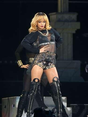 CELEBRIDAD: Rihanna ACOSADOR: Robert Melanson. El hombreno puede acercarse a menos de 90 metros de la casa de la cantante ni de su lugar de trabajo después de que fuera capturado a principios de este mes mientras trepaba por el tejado de la vivienda que la artista posee en la exclusiva zona de Pacific Palisades (Los Ángeles)